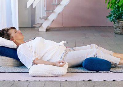 Yogaflow Restorative Yoga godinnenpose